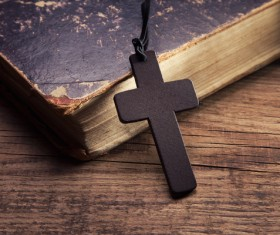 Cross with the Bible HD picture