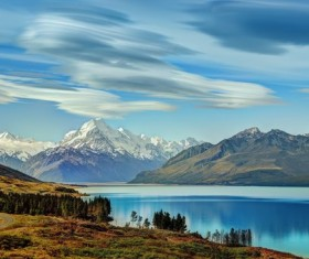 Lakes and mountains HD picture