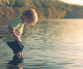 Little boy play in the water HD picture