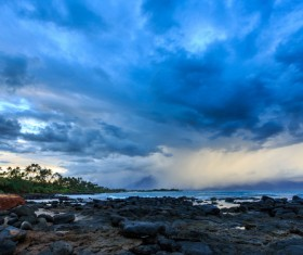 The beauty of the seaside on the eve of the storm HD picture