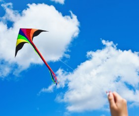 Blue sky and white clouds and flying kites HD picture