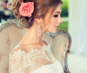 Bride married hairstyle and roses in her hair HD picture 02