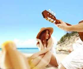 Entertain the couple on the beach HD picture