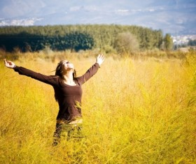 Open arms to feel the natural girl HD picture