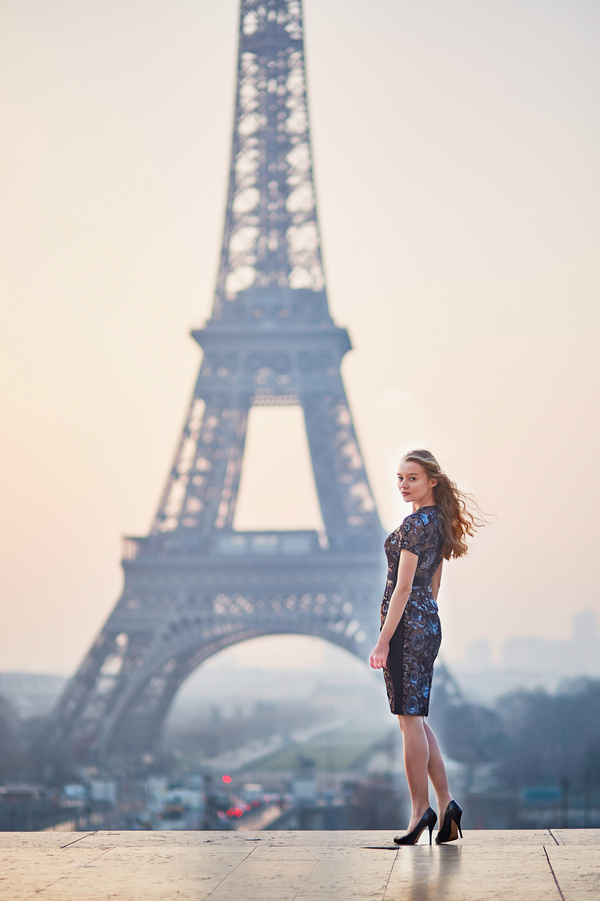 Photo of a woman and the Eiffel Tower HD picture 03