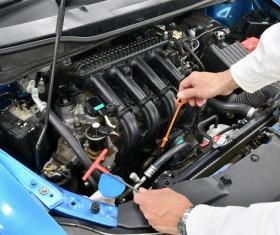 Vehicle maintenance staff to check vehicles Stock Photo