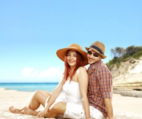 couple sitting on the beach HD picture