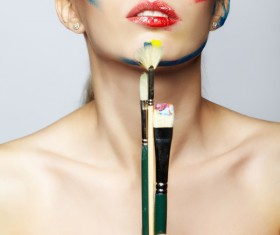 woman with a paint on her face and a brush HD picture 01