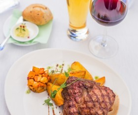 Delicious steak side dishes with red wine HD picture