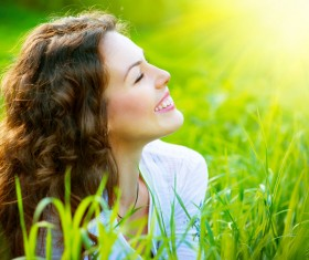 Enjoy the fresh air of the woman HD picture