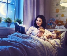 Mother read comic books for children HD picture