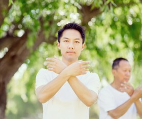 People practicing tai chi in park HD picture 11