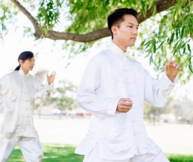 People practicing tai chi in park HD picture 12