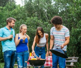 Picnic party friends HD picture