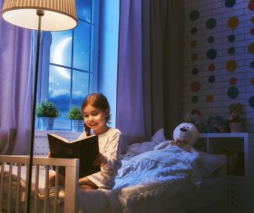 Reading the little girl HD picture