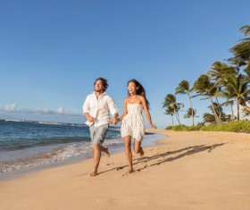 Beach couple running HD picture