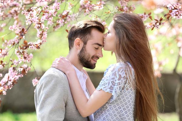 Risultati immagini per forehead kiss