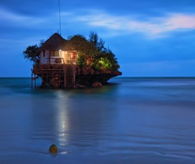 Independent houses in the sea HD picture