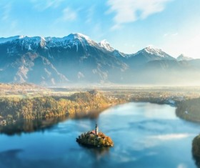 Morning mist-shrouded mountains and lakes HD picture
