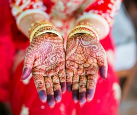 Indian bride showing hand Mehndi Stock Photo