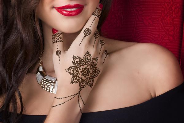 Indian womens hand Mehndi Stock Photo