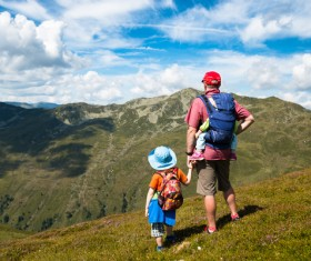 Standing on the mountain to enjoy the scenery of the father and son Stock Photo
