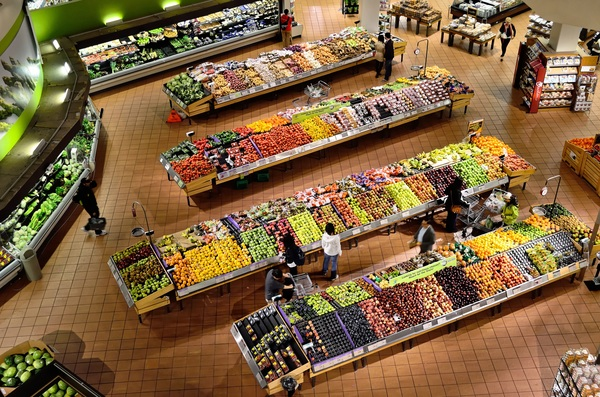 Supermarket organic vegetable stalls Stock Photo