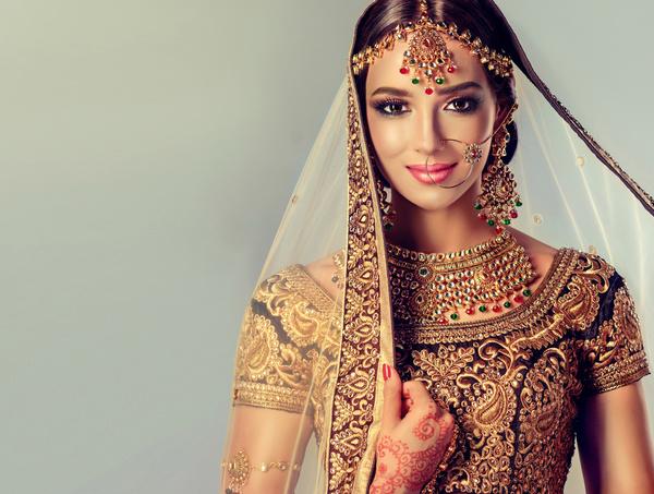 e2ca1b5d55 Wearing traditional dress beautiful Indian woman Stock Photo 15 free ...