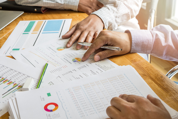 Business people who analyze market data with colleagues Stock Photo 01