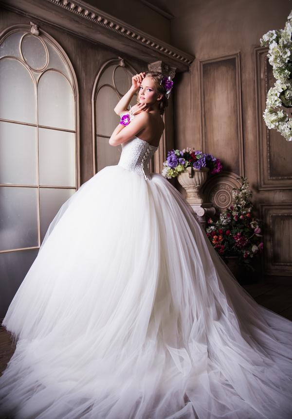 Wedding dress bride wearing fishtail Stock Photo