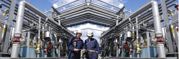 Refinery area maintenance staff Stock Photo