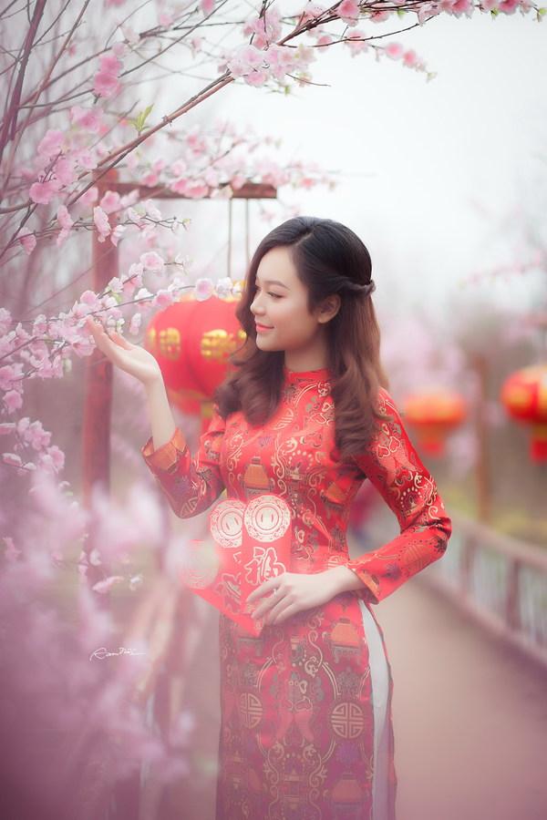 Beautiful asian girl in red cheongsam dress Stock Photo