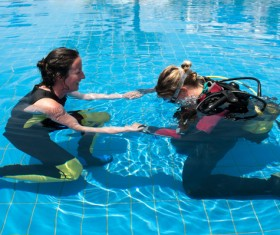 Diving instructor to guide diving beginners Stock Photo