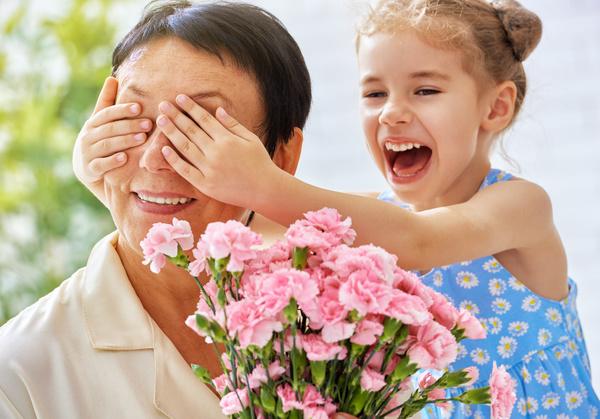 Mothers Day gave grandmas flowers Stock Photo 02