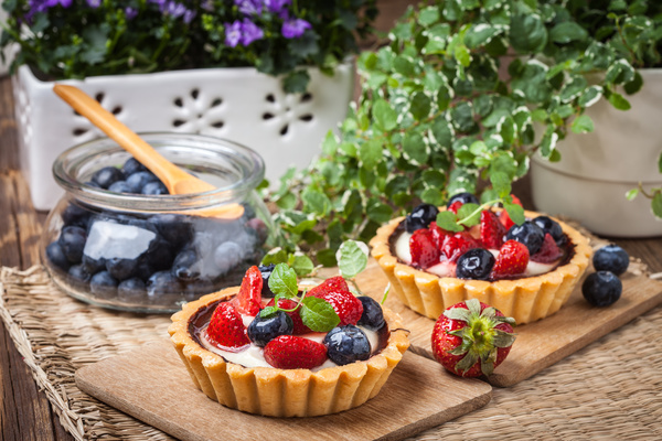 Strawberry and blueberry decorated fruit tart Stock Photo 01