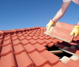 Worker repairing the roof Stock Photo 07