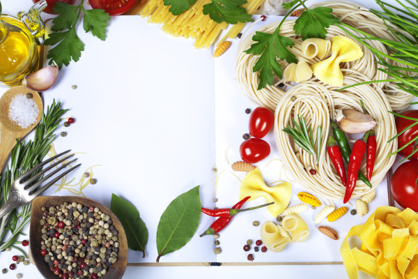Italian Pasta with tomatoes, garlic, olive oil and pepper on a blanc notebook 02
