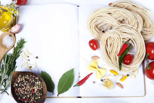 Italian Pasta with tomatoes, garlic, olive oil and pepper on a blanc notebook 03