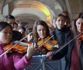 People playing the violin Stock Photo 06