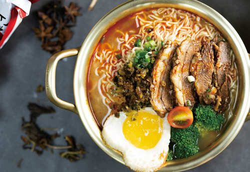 Delicious and delicious instant noodles Stock Photo 08