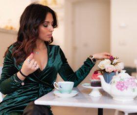Woman drinking afternoon tea arranges flower arrangement Stock Photo