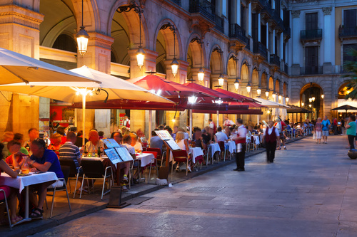 Busy restaurant on the street in the evening Stock Photo
