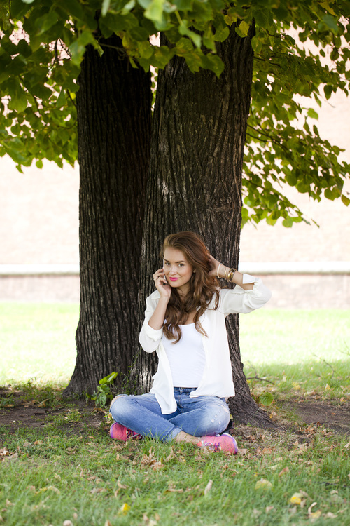 Woman sitting under the tree making phone call Stock Photo 01